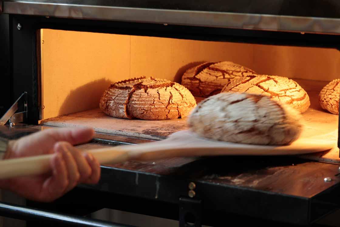 Brot backen in der Herrmannsdorfer Handwerkstatt
