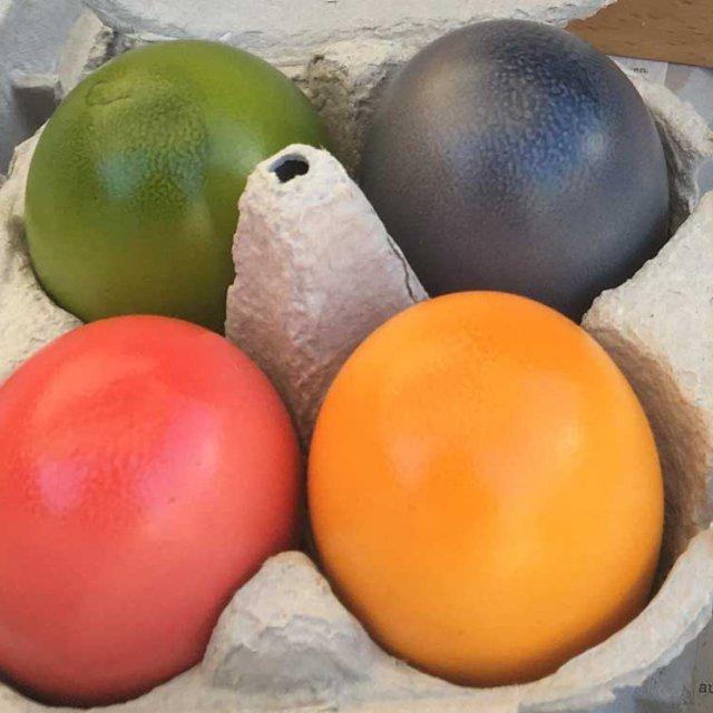 Eier färben und Osternester backen
